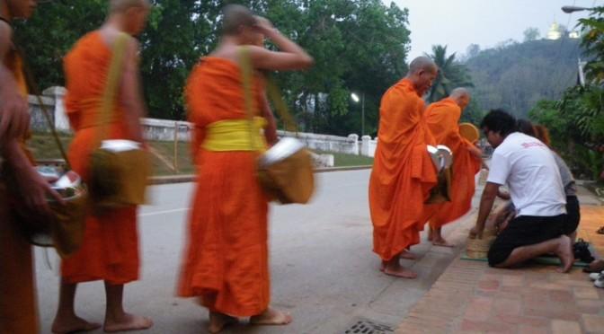世界一信心深い仏教国ラオスの実力