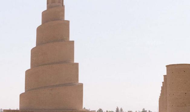 天高くそびえる塔