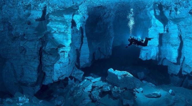 圧倒的透明度。水中石膏洞窟