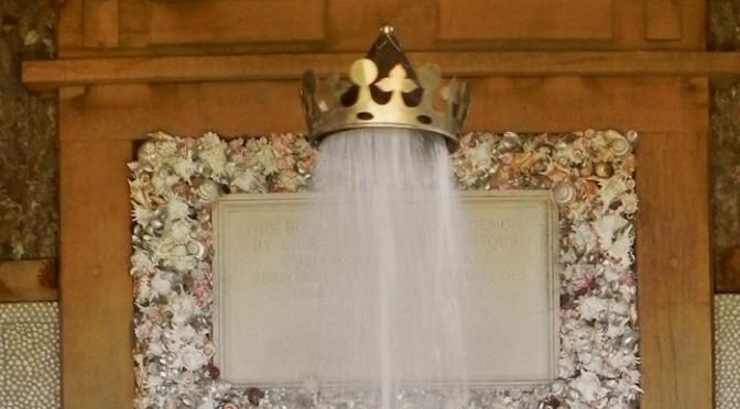 マジで凄い魔法の王冠。空中に浮かんでいる。