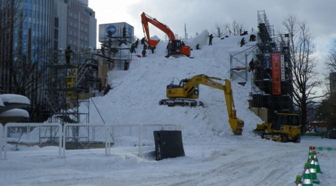 さすが北海道。自衛隊が作る雪祭り風景。