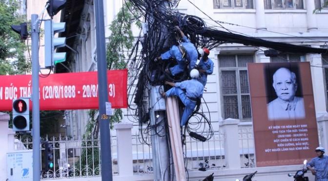 絡まりすぎている電線