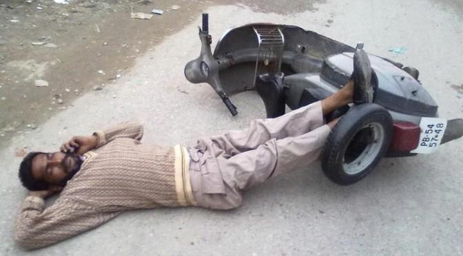 インド人は道端でよく寝ている