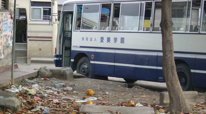 デザイン的に大人気の日本の中古車と中古バス